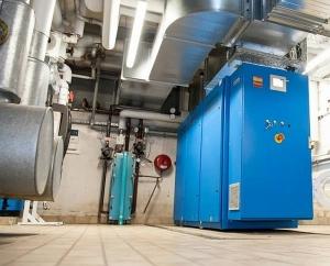 """Das """"blaue Wunder"""": Das Blockheizkraftwerk lief im vergangenen Jahr 8.033 Stunden und ist damit Spitzenreiter in der Disziplin Kraft-Wärme-Kopplung. (Foto: Krentscher)"""